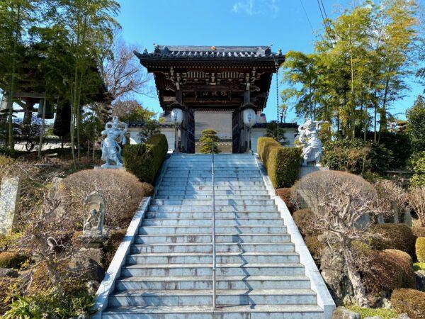 日輪寺 石段と山門