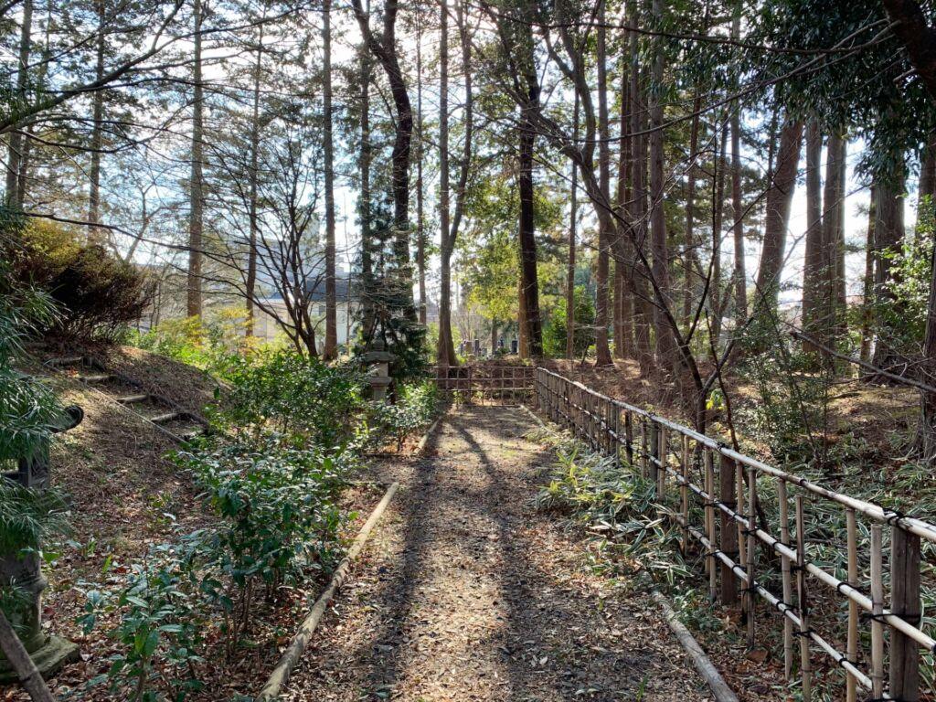 灰塚の参道