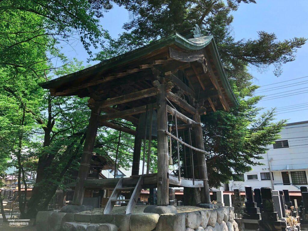 専称寺の梵鐘ならびに鐘楼
