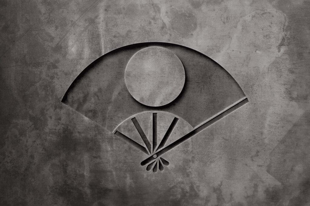 五本骨扇に月丸