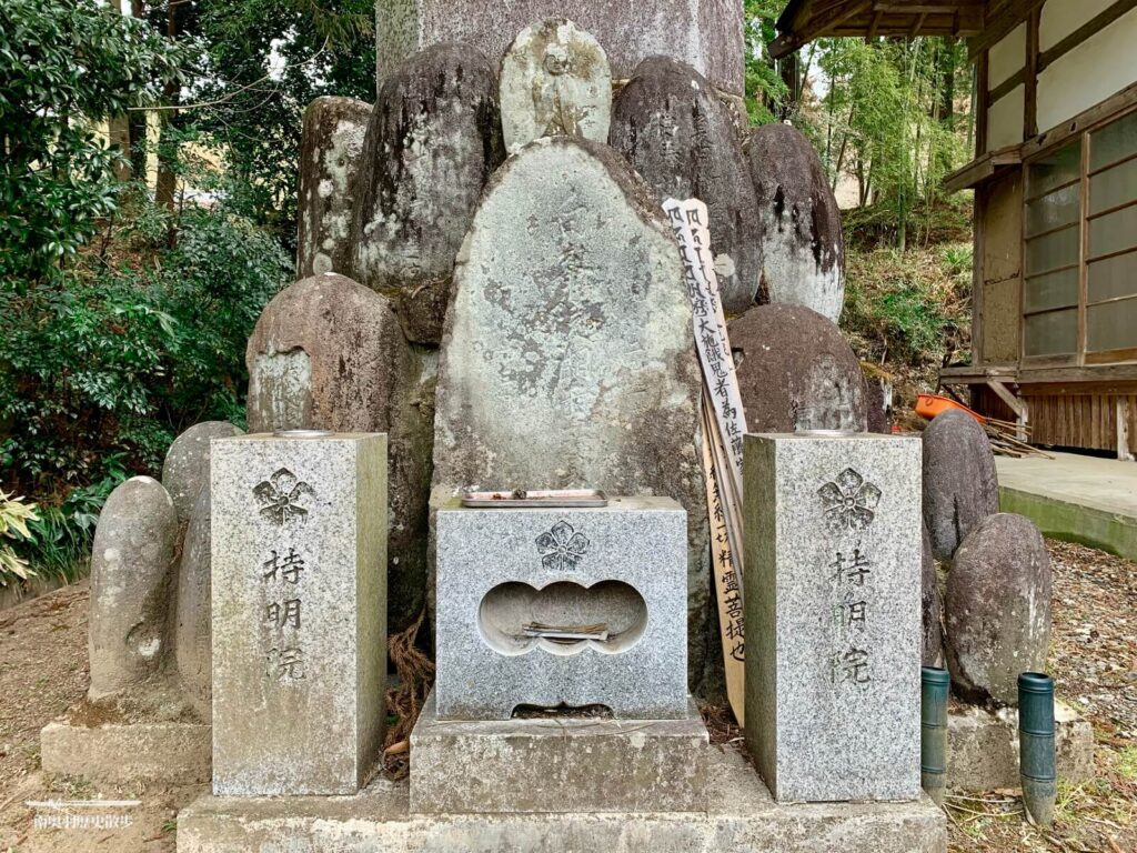 鮎貝盛次の墓
