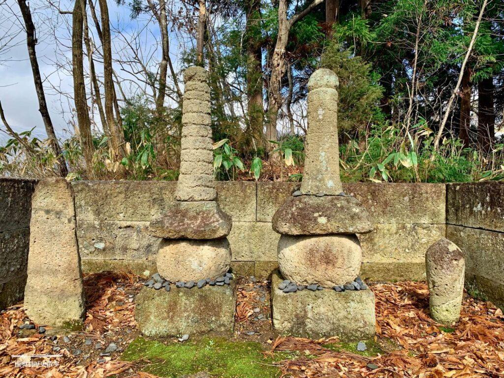 伊達儀山政宗夫妻の墓