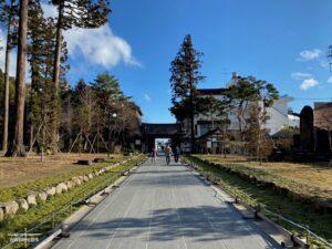 参道と瑞巌寺総門