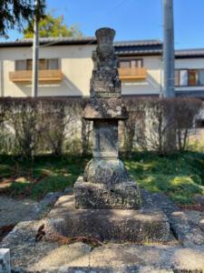 保春院の墓