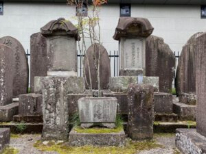 伊達成宗(左)と伊達宗綱(右)両公の墓