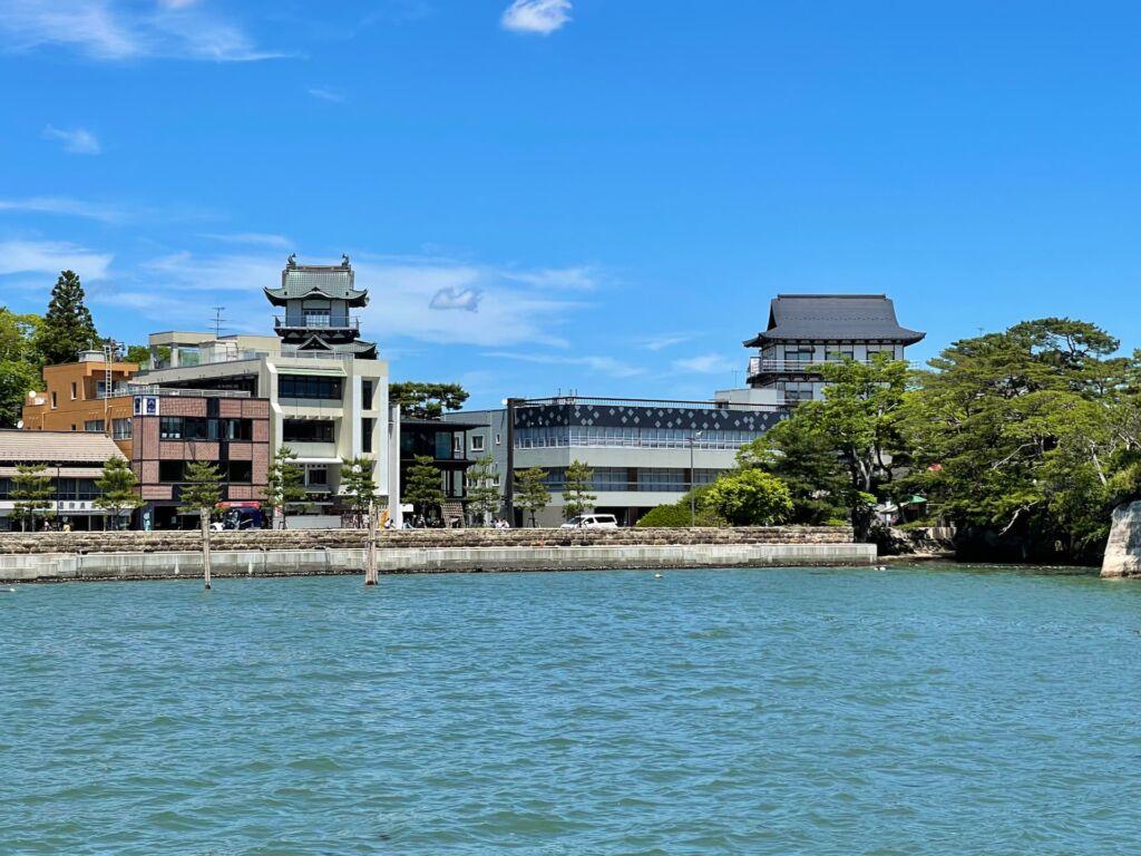 松島湾から望む松島城