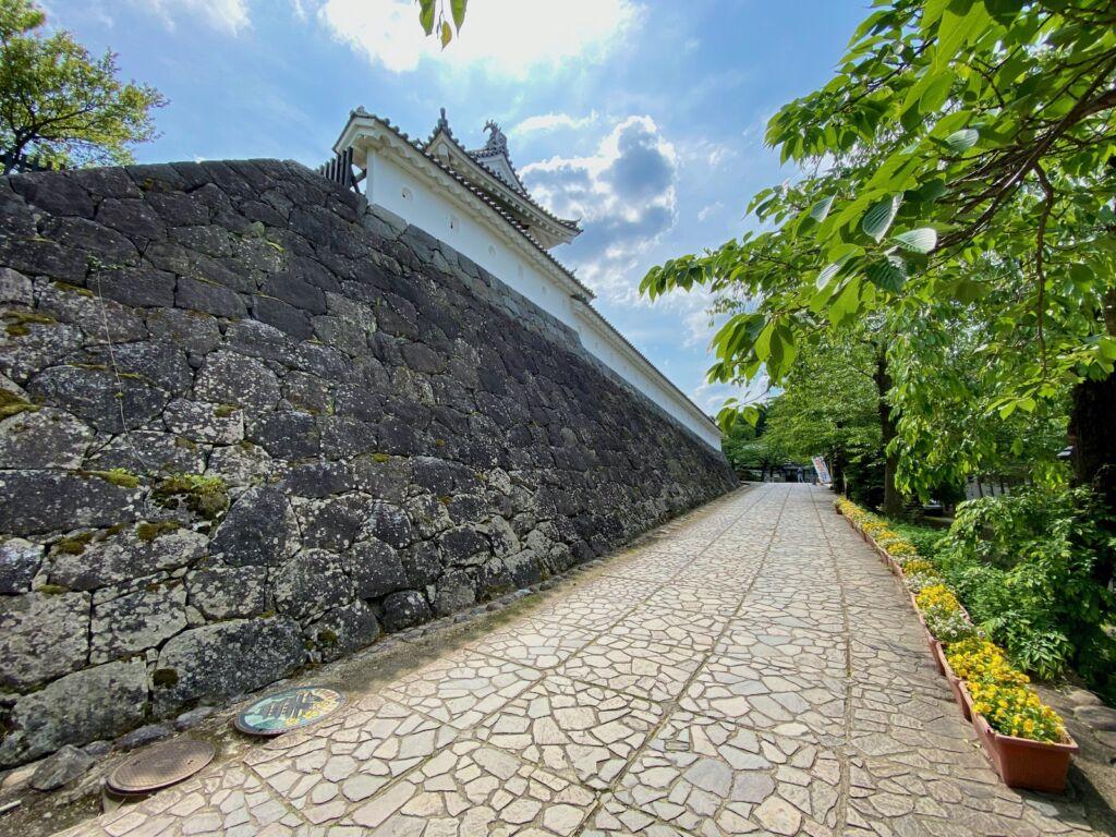 門廻り土塀と石垣