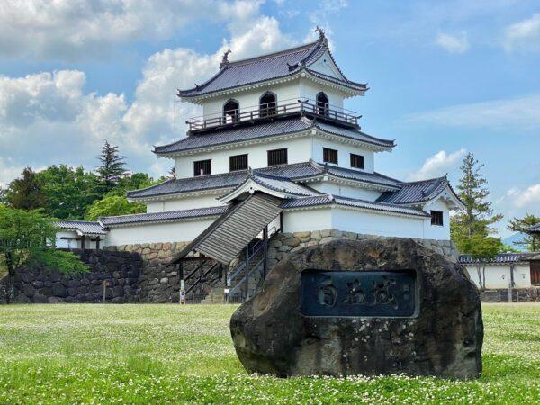 白石城跡 三階櫓と城址碑
