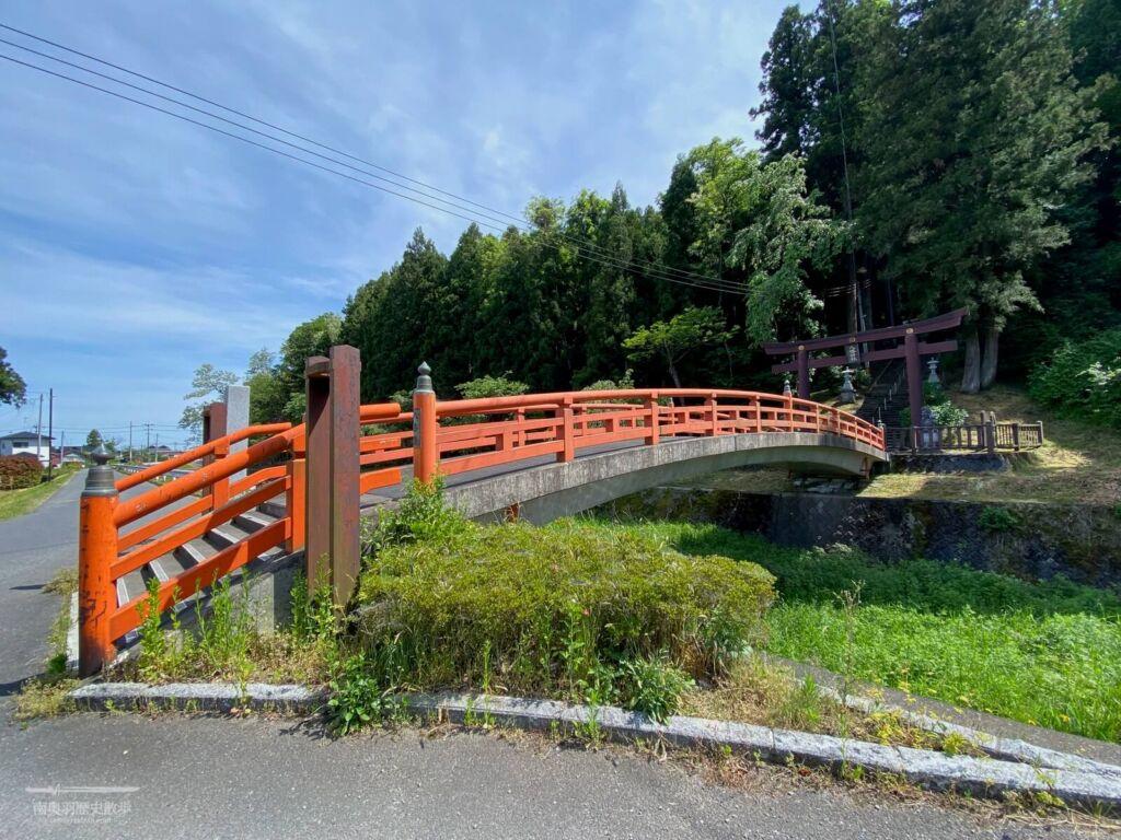 蛭沢川に架かる御神橋