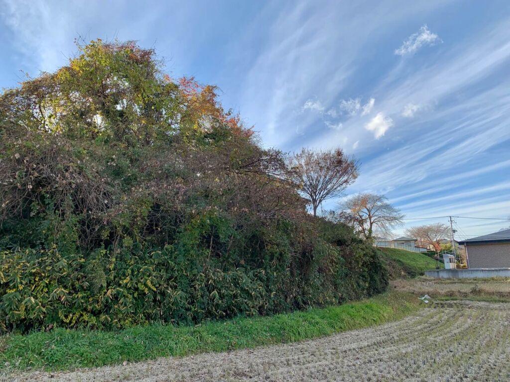 北西側の堀と懸崖