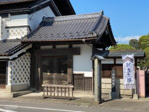 角田城から移築された薬医門