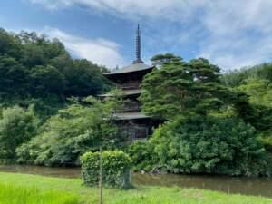三島池と三重塔