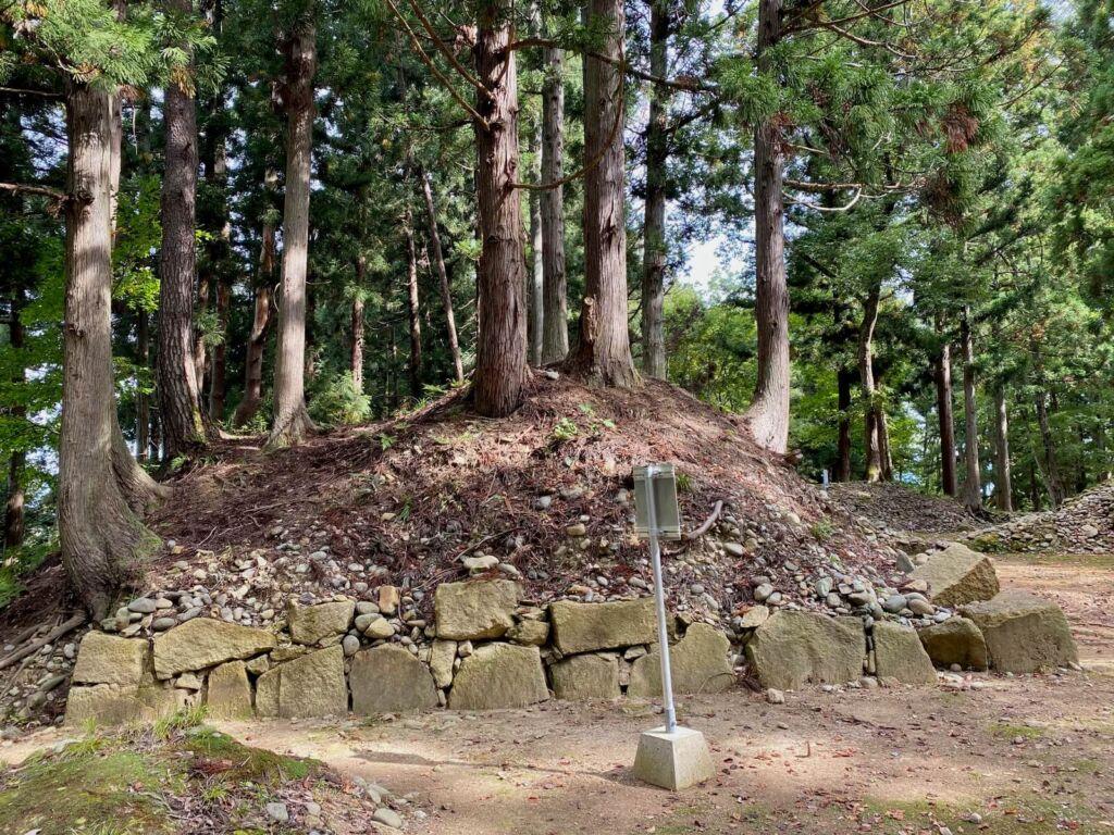 石垣と土塁