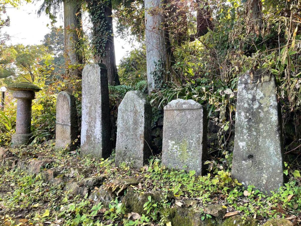 大森城主芋川氏の墓